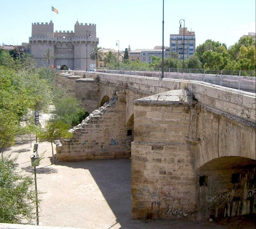 Pont de Serrans sobre els Jardins del Túria, Valéncia